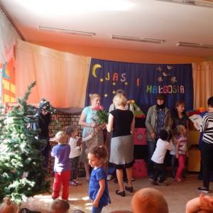 Jaś i Małgosia - bajka w wykonaniu rodziców z grupy III (2)