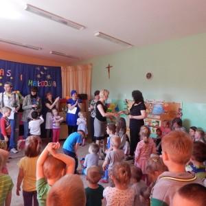 Jaś i Małgosia - bajka w wykonaniu rodziców z grupy III (3)