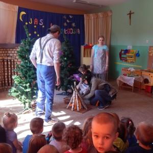 Jaś i Małgosia- bajka w wykonaniu rodziców z grupy III (5) - Kopia