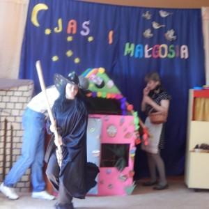 Jaś i Małgosia- bajka w wykonaniu rodziców z grupy III (7)