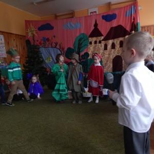 Czerwony Kapturek w wykonaniu dzieci z grupy VI (1)