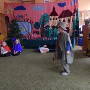 Czerwony Kapturek w wykonaniu dzieci z grupy VI (4)